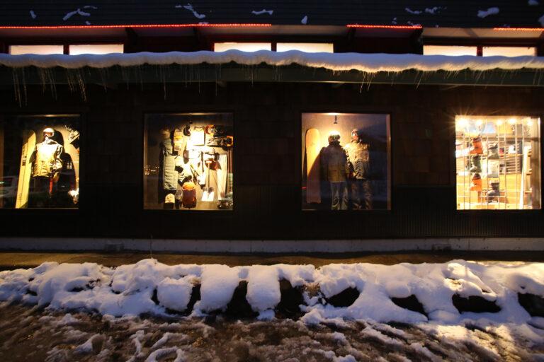 Rhythm hakuba store outside